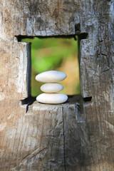 piedras zen ventana madera U84A7249-f16