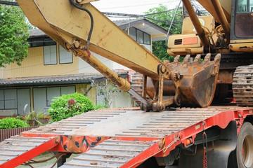 Excavators tracked on Taylor. Excavators to move the day
