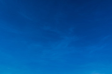 Poster Donkerblauw Blue sky background