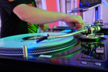 dj djay dee jay disc jockey platine disque mix mixage techno dan
