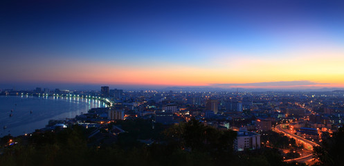 Fotomurales - Panorama cityscape of Pattaya city in Thailand, at night