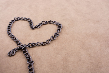Chain form a heart shape