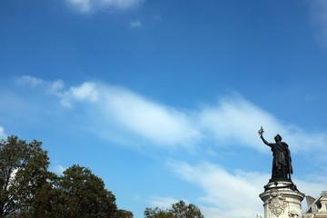 Statue de la République, Place de la République. Ciel bleu, Paris, France