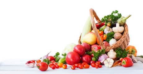 Zelfklevend Fotobehang Groenten Fresh vegetables and fruits isolated on white background.