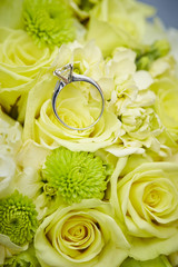 Ring with flower bouquet