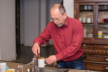 man washing the dishes
