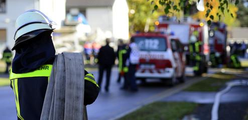 Feuerwehr Schlauch aufrollen Banner Symbolisch für Fehlalarm