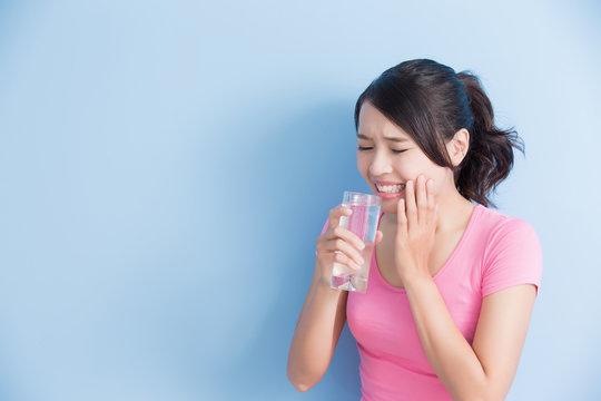woman with sensitive teeth