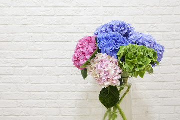 Fond de hotte en verre imprimé Hortensia The bouquet of multi colored hydrangeas