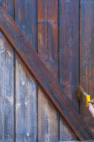 volet en bois traiter les volets en bois photo libre de droits sur la banque d 39 images fotolia. Black Bedroom Furniture Sets. Home Design Ideas