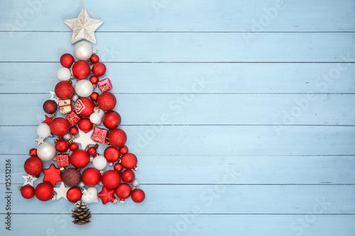 weihnachten weihnachtsbaum aus kugeln stockfotos und. Black Bedroom Furniture Sets. Home Design Ideas
