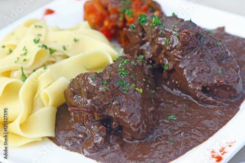 viande en civet sauce au vin rouge stock photo and. Black Bedroom Furniture Sets. Home Design Ideas
