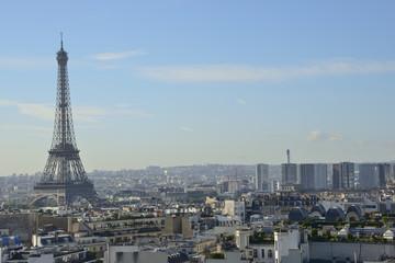 Vue sur les toits de Paris et la tour Eiffel – A view over Paris and Eiffel tower, France