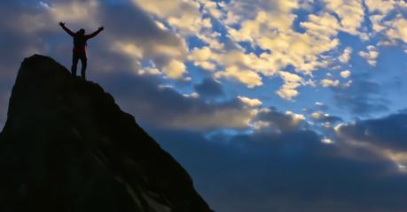 Bulutlara Uzanan Eller