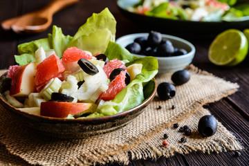 Fennel salad with grapefruit, apple, stalk celery and olives