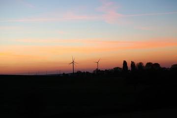 Landschaft, Bäume, Windmühlen, Himmel, Wald, Sonnenuntergang, blauer Himmel