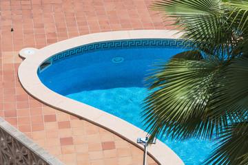 Swimming pool mit blauen Fliesen