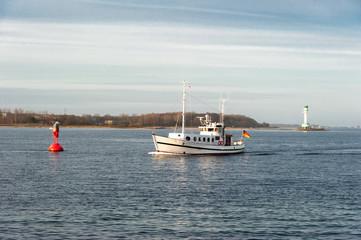 Fischkutter beim Einlaufen in die Kieler Förde