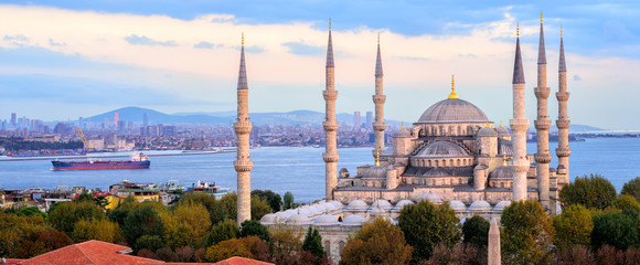 Autocollant pour porte Turquie Blue Mosque and Bosporus panorama, Istanbul, Turkey