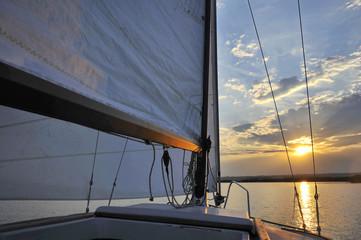 Segeln mit Segelboot auf dem Neusiedlersee
