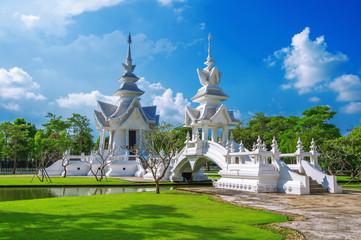 CHIANG RAI, THAILAND - OCTUBER 20 , 2016: Wat Rong Khun temple (