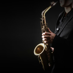 Photo sur Aluminium Musique Saxophone Player Saxophonist Playing Sax alto