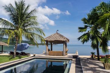 Hôtel avec piscine en bord de mer, Lombok, Indonésie, Asie