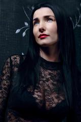 Portrait brunett girl in black coat. Портрет девушки брюнетки в черной одежде.