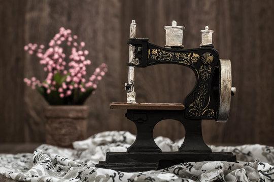 Small Nostalgic Decorative Sewing Machine