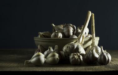 Heads of garlic in bowl
