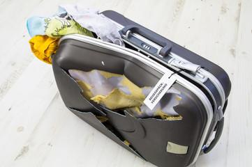 Kaputter Koffer / Reisegepäckversicherung / Gepäck