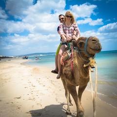 Auf dem Kamel reiten in Tunesien