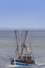 Krabbenkutter auf der Nordsee vor Cuxhaven, Deutschland