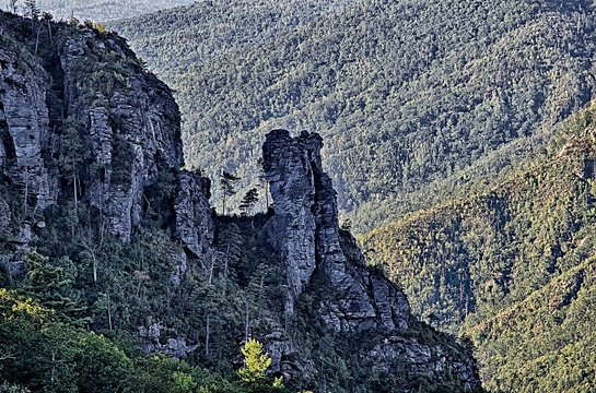 Hawksbill Mountain at Linville gorge with Table Rock Mountain la