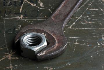 гаечные ключи с металлическими гайками
