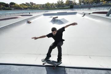 Skater grinding