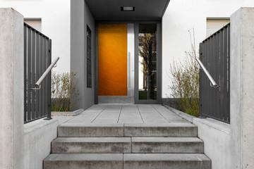 Haustür Eingang mit Treppe