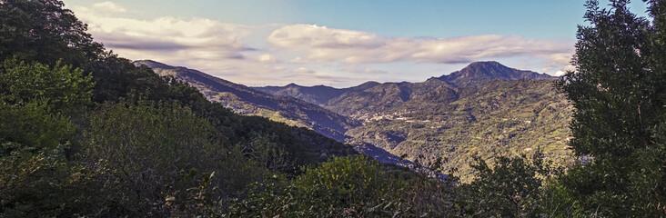 foto panoramica dei monti peloritani - valle dell'agrò