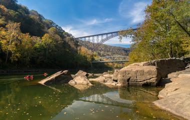 Fototapete - Kayakers at the New River Gorge Bridge in West Virginia