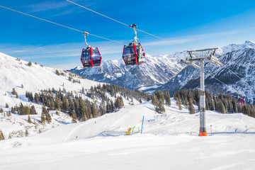 Wall Mural -  Skiers in cable car enjoying stunning view to Bavarian Alps, Fellhorn, Oberstdorf, Germany