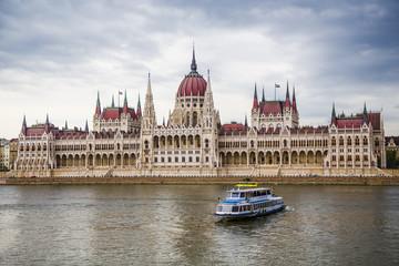 Fototapete - Danube_ pleasure boat and Hungarian Parliament