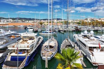 Fotobehang Oude gebouw Yacht and fishing port of Palma de Mallorca