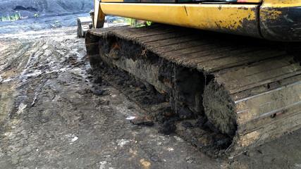 dirty chain excavator