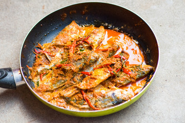 Mackerel in dried red curry
