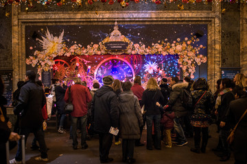 Paris   vitrine de Noel