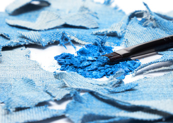 Crushed compact blue eyeshadow with rags of denim