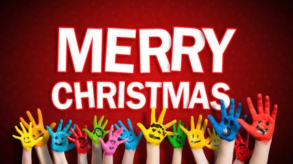 """viele angemalte Kinderhände mit Smileys vor weihnachtlichem Hintergrund mit """"Merry Christmas"""" Nachricht"""