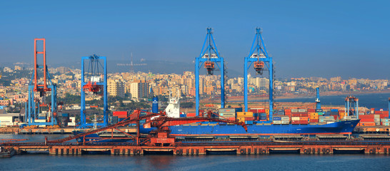 Visakhapatnam, INDIA - December 9 : Visakhapatnam port is a second largest port by cargo handled in India, On December 9,2015 Visakhapatnam, India Fototapete