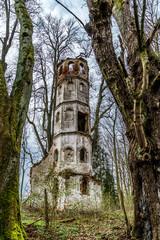 Turmruine der alten Kirche von Sankt Georg bei Aichach nahe Augsburg aus dem 14. Jahrhundert