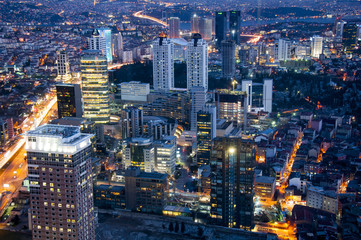 panorama miasta noca - miejsckie światlła